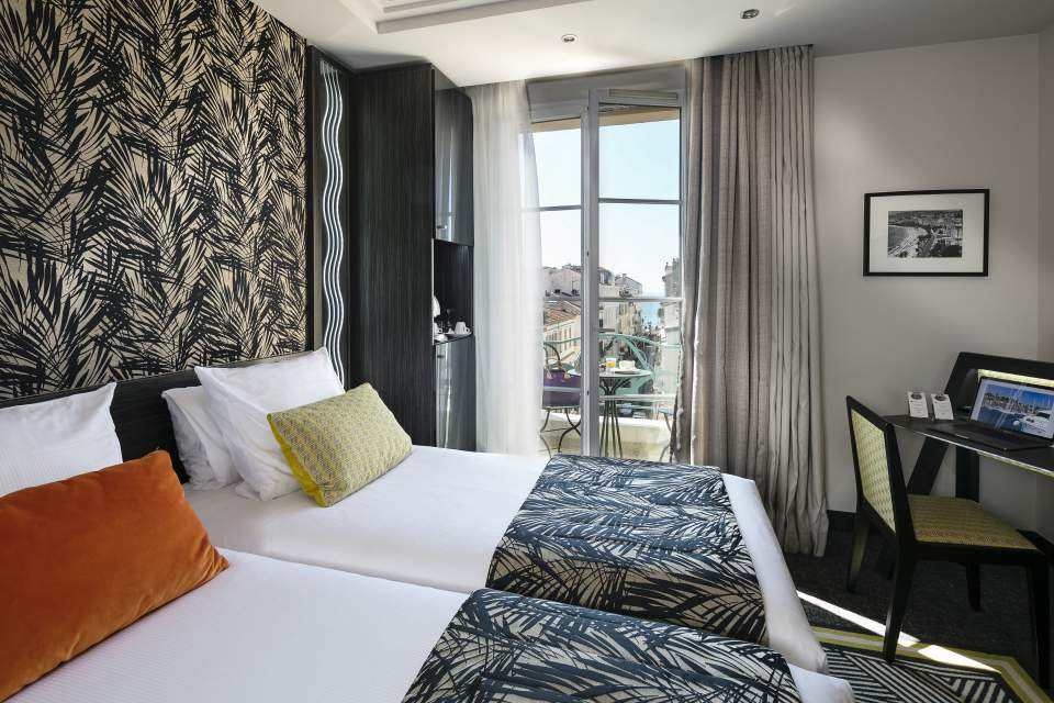 Hotel Le Mondial Cannes Deluxe Room