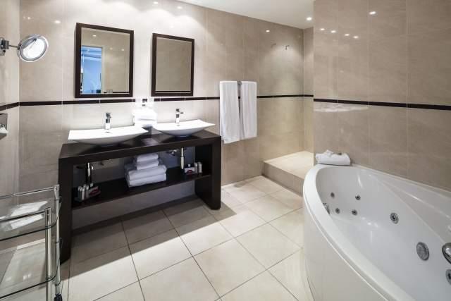 suite prestige salle de bain, Hotel Le Mondial, Cannes