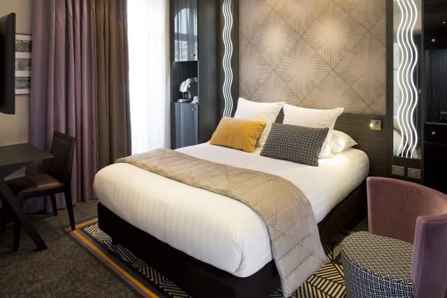 Chambre, Hotel Le Mondial à Cannes